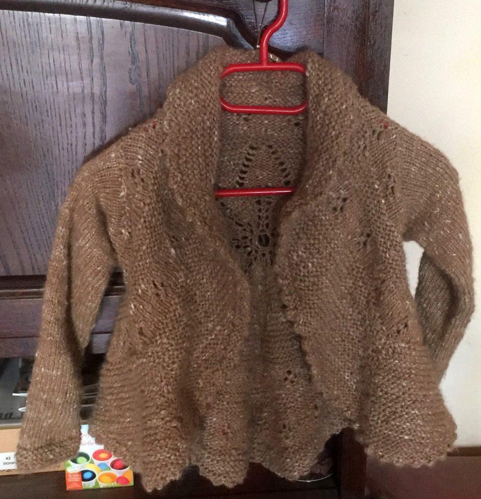 voorkant vestje uit de eerste wol van KikiDee